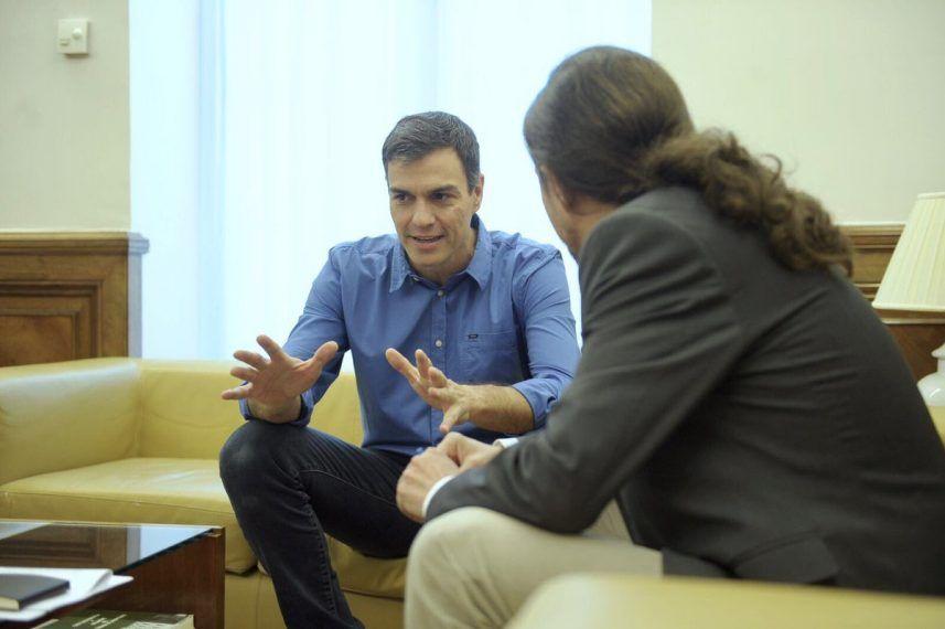 Pedro Sánchez queda con Iglesias y Rajoy come con Rivera