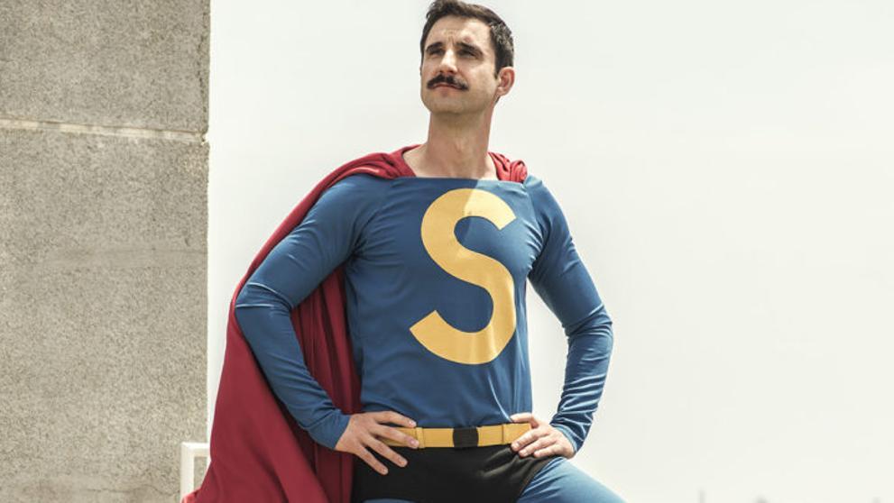 Cachondeo en Twitter con Dani Rovira vestido de Superlópez