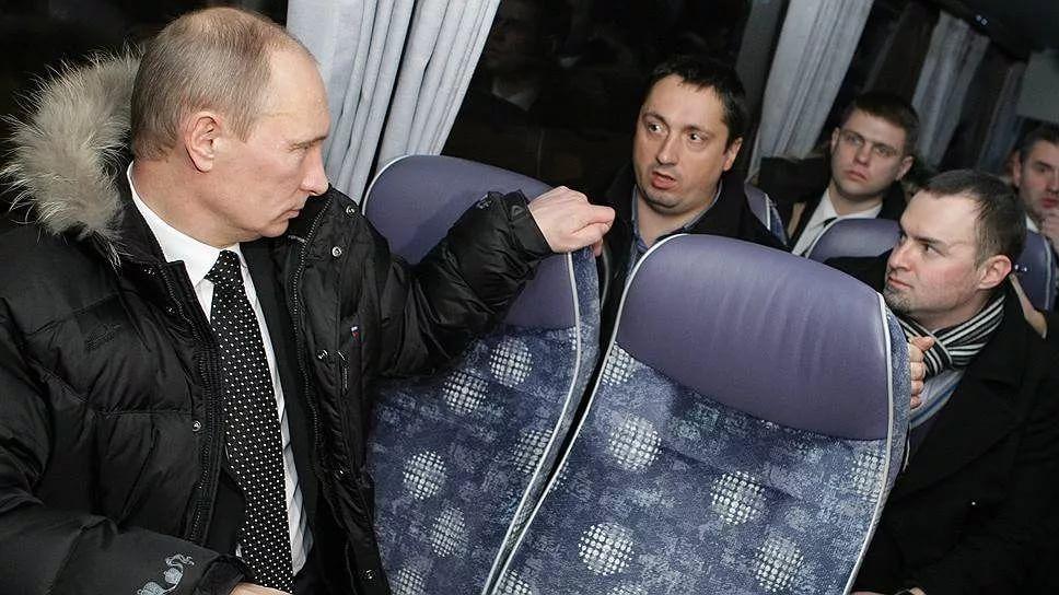 Cachondeo con esta foto de Putin sentado en un autobús