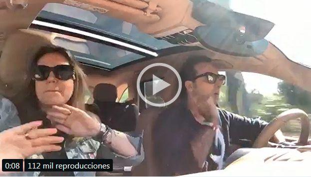 Carmen Porter e Iker Jiménez bailando techno en el coche