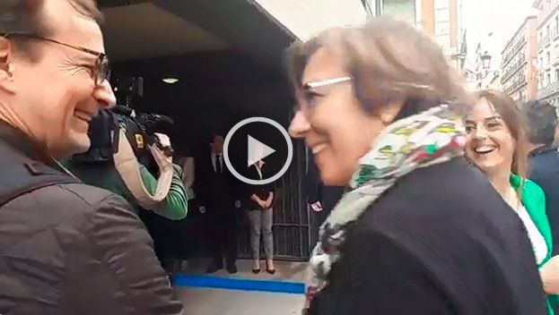 Pitos a Rajoy en Alicante y la secretaria de Estado de Comunicación la lía