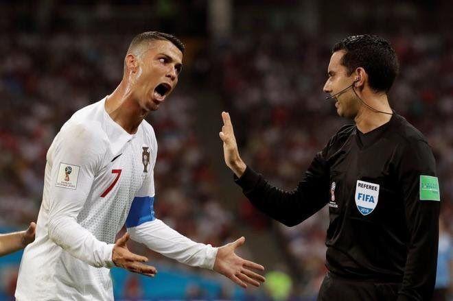 Los mejores memes de Cristiano Ronaldo enfadado con el árbitro