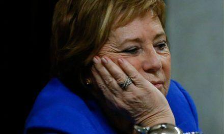Los memes de Celia Villalobos y su nueva pillada con la tablet comprando ropa