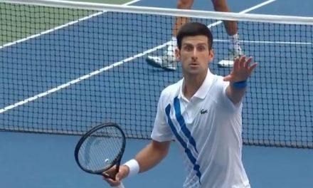Djokovic descalificado del US Open por un pelotazo a la jueza de linea